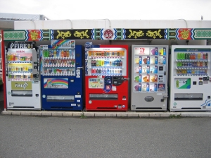 Vending_machine_of_soft_drink_and_ice_cream_in_Japan-1
